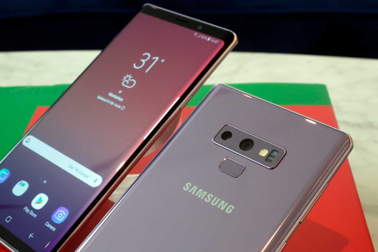 Samsung Galaxy Note 9 Specifications | Display - 6.40-inch, 1440x2960 pixels | Processor - 1.7GHz octa-core | Front Camera – 8MP; Rear Camera – 12MP | RAM - 6GB; Storage – 128GB | OS - Android 8.1 | Battery Capacity - 4000mAh | Fingerprint Sensor. (Image: AP)