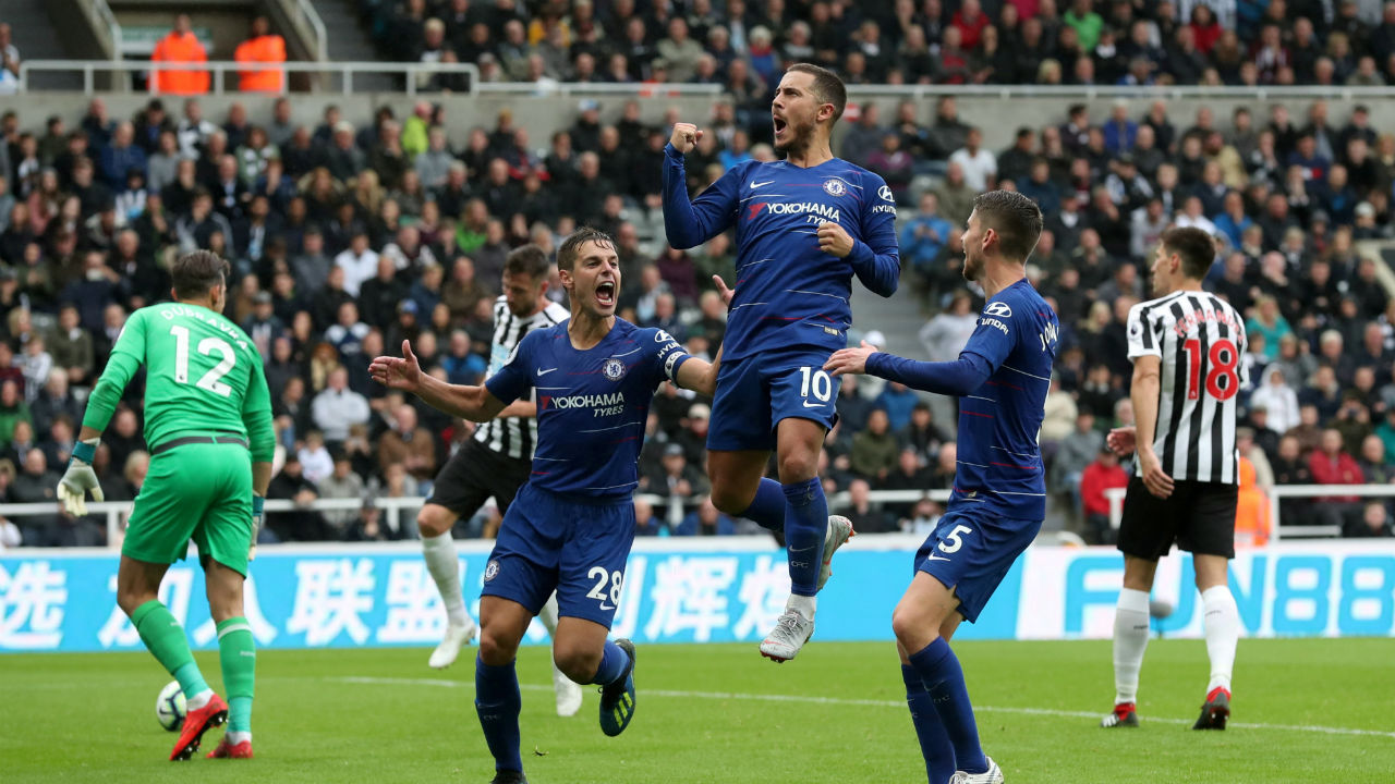 New Castle 1 - 2 Chelsea | Chelsea left it late but managed an away win with a 2-1 score line against Newcastle thanks to 87th minute own goal by DeAndre Yedlin St James' Park on Sunday.  An uneventful first hour saw the Blues largely frustrated by Rafa Benitez's tactics in a spirited defensive performance from Newcastle, before Eden Hazard gave Chelsea the lead through a 76th-minute penalty. Joselu leveled for the Magapies in 83rd minute, but Yedlin's unfortunate deflection helped Chelsea to maintain Maurizio Sarri's 100 percent winning record in the Premier League.  (Image - Reuters)