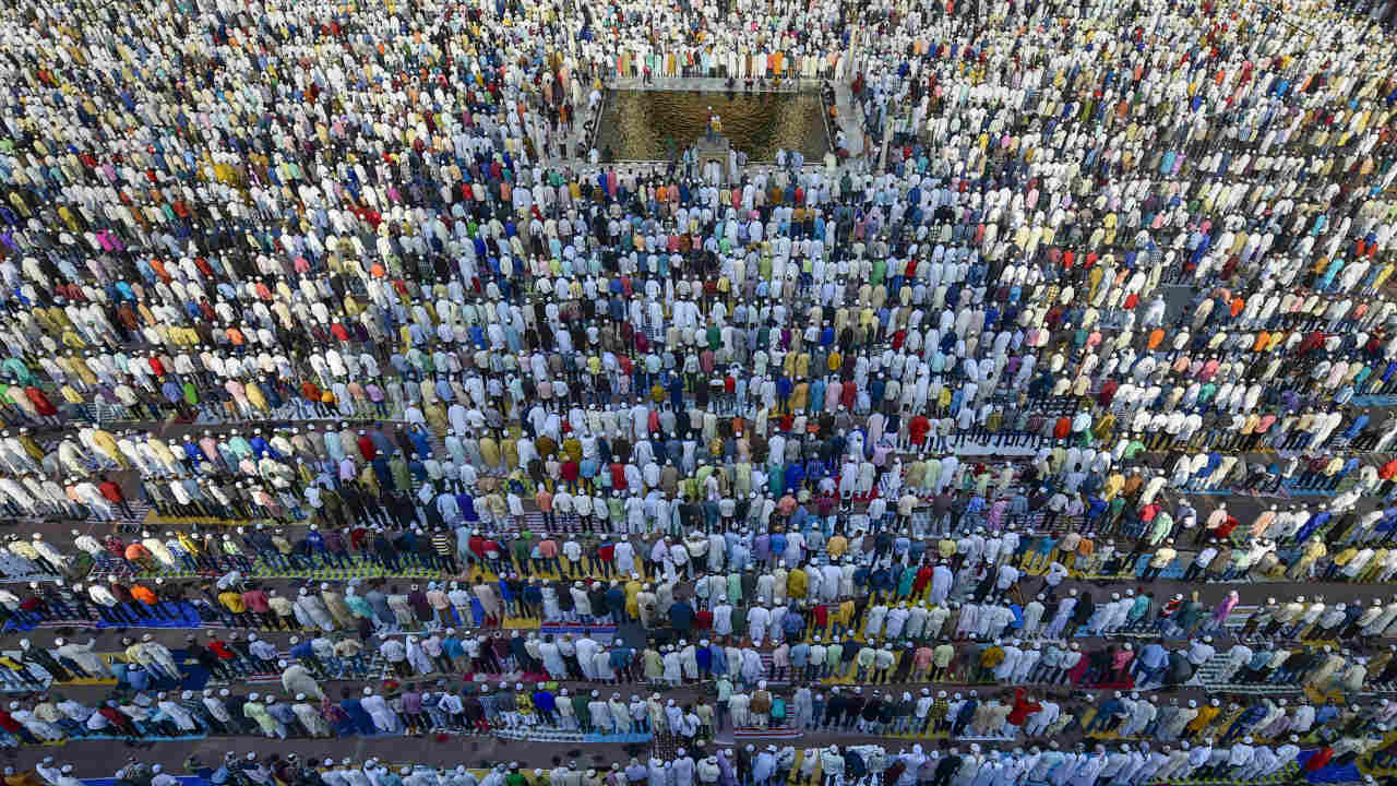 Muslims offer 'Namaz' at Jama Masjid on the occasion of Eid al-Adha (festival of sacrifice), in New Delhi. (Image: PTI)