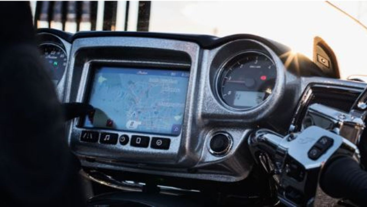 The 2018 Indian Chieftain Elite will also feature a 7-inch touchscreen infotainment system which will come along with a 200-watt audio system and will be equipped with AM/FM radio capabilities, smartphone connectivity as well as a USB port.
