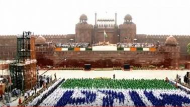 Dignitaries fight humidity with hand-crafted tribal fans at Independence Day function at Red Fort
