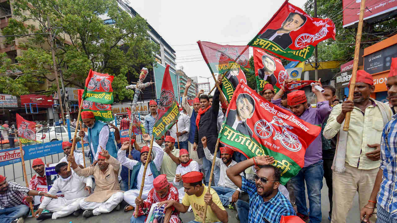 Samajwadi Party activists protest during 'Bihar Bandh' against the alleged exploitation of women and dalits, in Patna. (Photo: PTI)