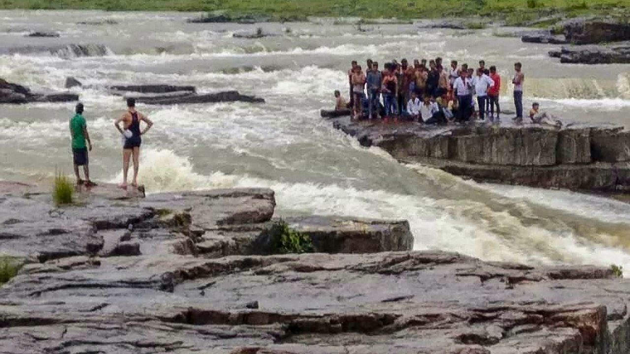 Rescue operations underway as tourists get stranded at a picnic spot in Sultan Garh Waterfalls after water level increased due to a sudden release from a dam in Shivpuri in Kerala. (PTI)