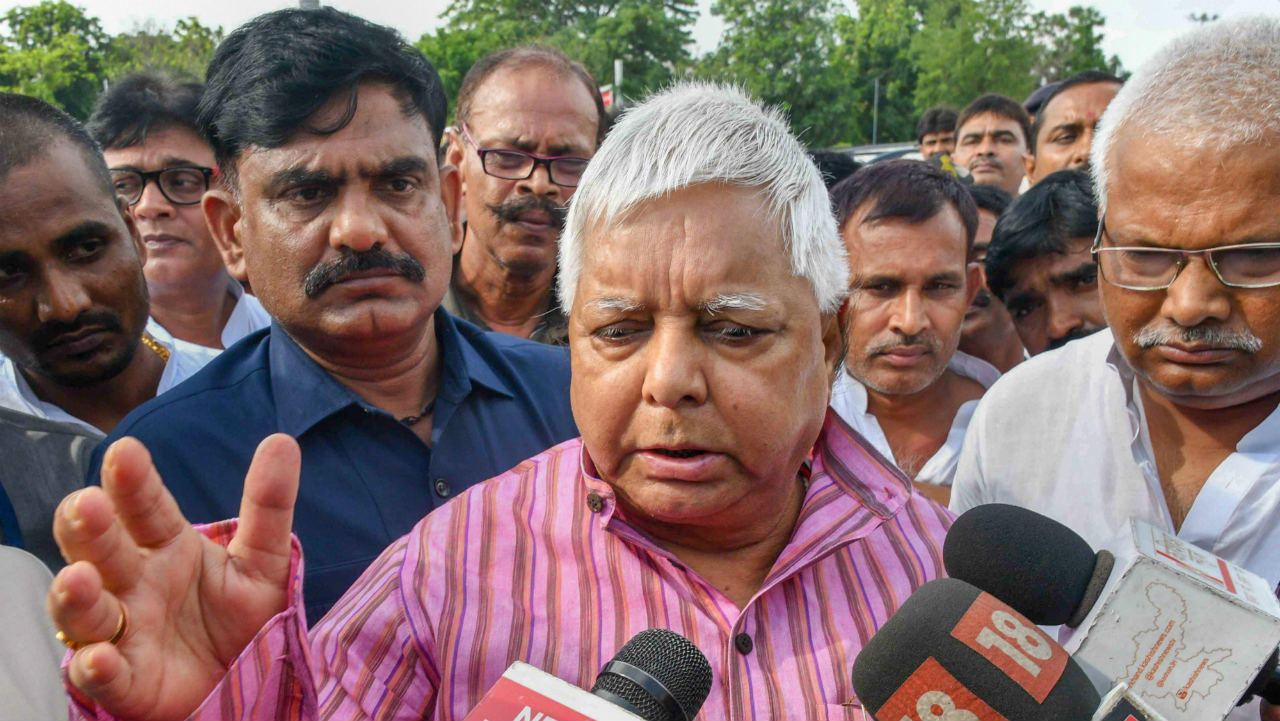 5.The Fodder scam | A corruption scandal that ended the long reign of Lalu Prasad Yadav was first brought to light through an investigative scoop by journalist Ravi S Jha, who was working with the Asian Age. Jha explicitly drew public and legal attention into the fodder scam that involved an apparent foul play in funds worth 950 crores. The coverage exposed the implicit involvement of the Bihar government and threw light on the corruption schemes that fabricated fodder, animal husbandry and other equipments.