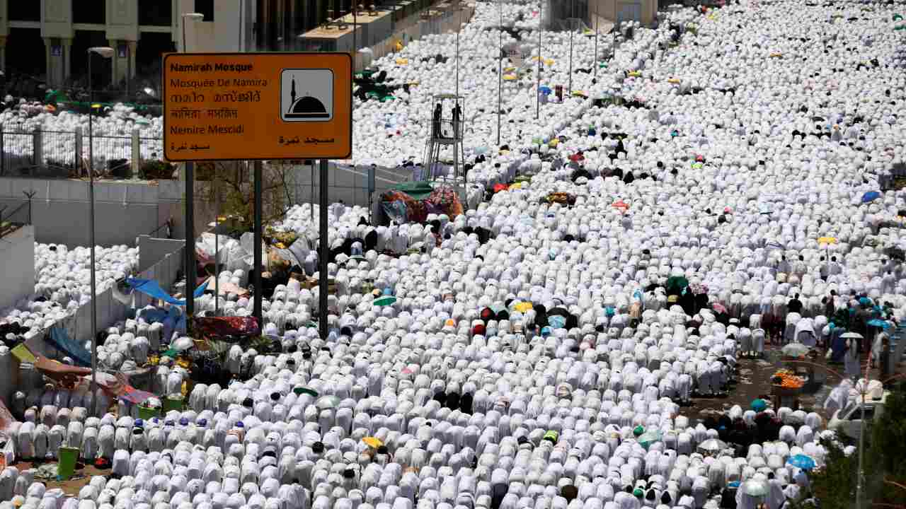 Muslim pilgrims pray outside Namira Mosque on the plains of Arafat during the annual haj pilgrimage, outside the holy city of Mecca, Saudi Arabia. (REUTERS)