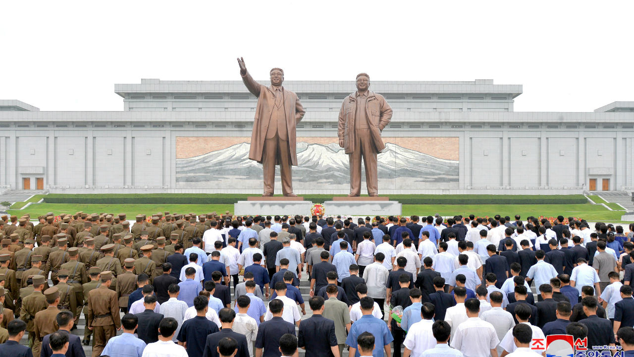 People and soldiers gather to offer flowers to the statues of state founder Kim Il Sung and former leader Kim Jong Il on the Day of Songun at Mansu hill, Pyongyang, North Korea. (Image: Reuters)