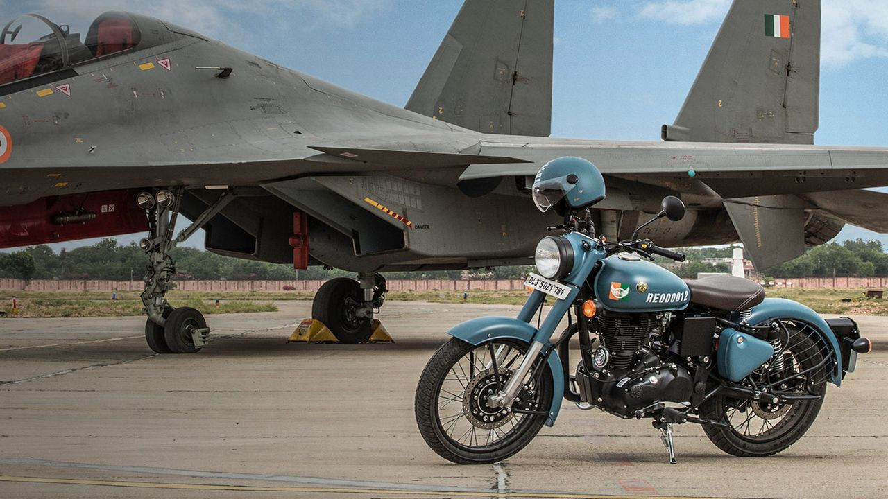 The Classic Signals 350 will be sold only through dealerships and will retail at Rs 1.62 lakh (ex-showroom, Pune). (Image: Royal Enfield)
