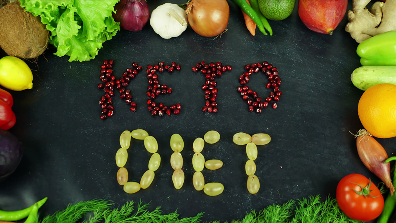 Ketogenic Diet: At present, this is one of the most popular diets and YouTubers to Instagrammers are posting before and after photos of their weight loss. Under this diet, the body uses ketone bodies generated from fat as a source of fuel instead of glucose. This can make you lose weight, but also give rise to hypoglcemia, hypercholesterolemia, high uric acid levels, kidney stones, etc.