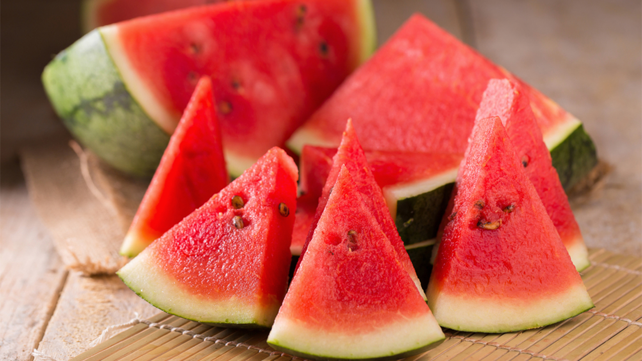 Watermelon: This fruit is totally fat-free and helps in beautifying the skin. Consuming it can help prevent cancer. (Image: Shutterstock)