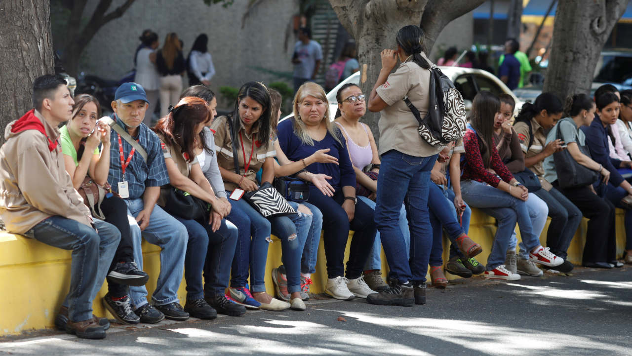People remain on the street after an earthquake in Caracas, Venezuela. (Image: Reuters)