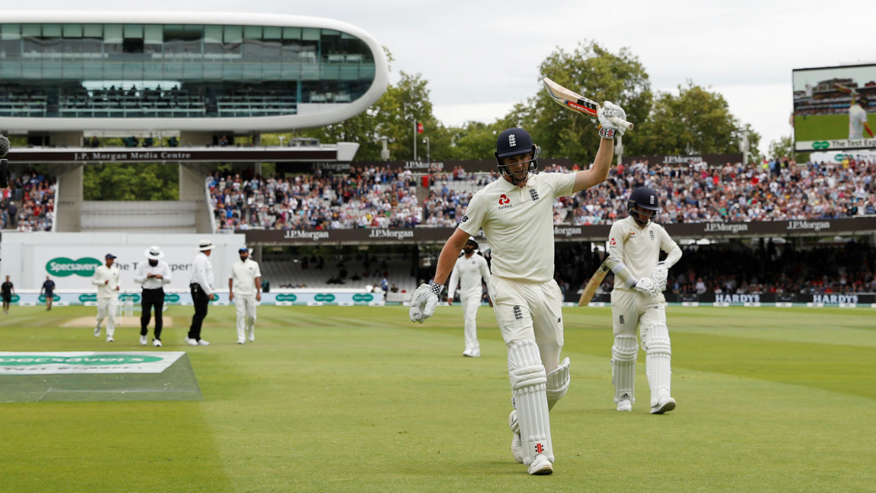 Chris Woakes and Sam Curran stepped out to bat for England, who decided against declaring overnight, looking instead to add quickly to their 250-run lead. They added 39 runs in seven overs before Curran lost his wicket to Hardik Pandya's first delivery of the day. Curran sliced at the full delivery outside off but only managed to find Shami at third man. (Image – Reuters)