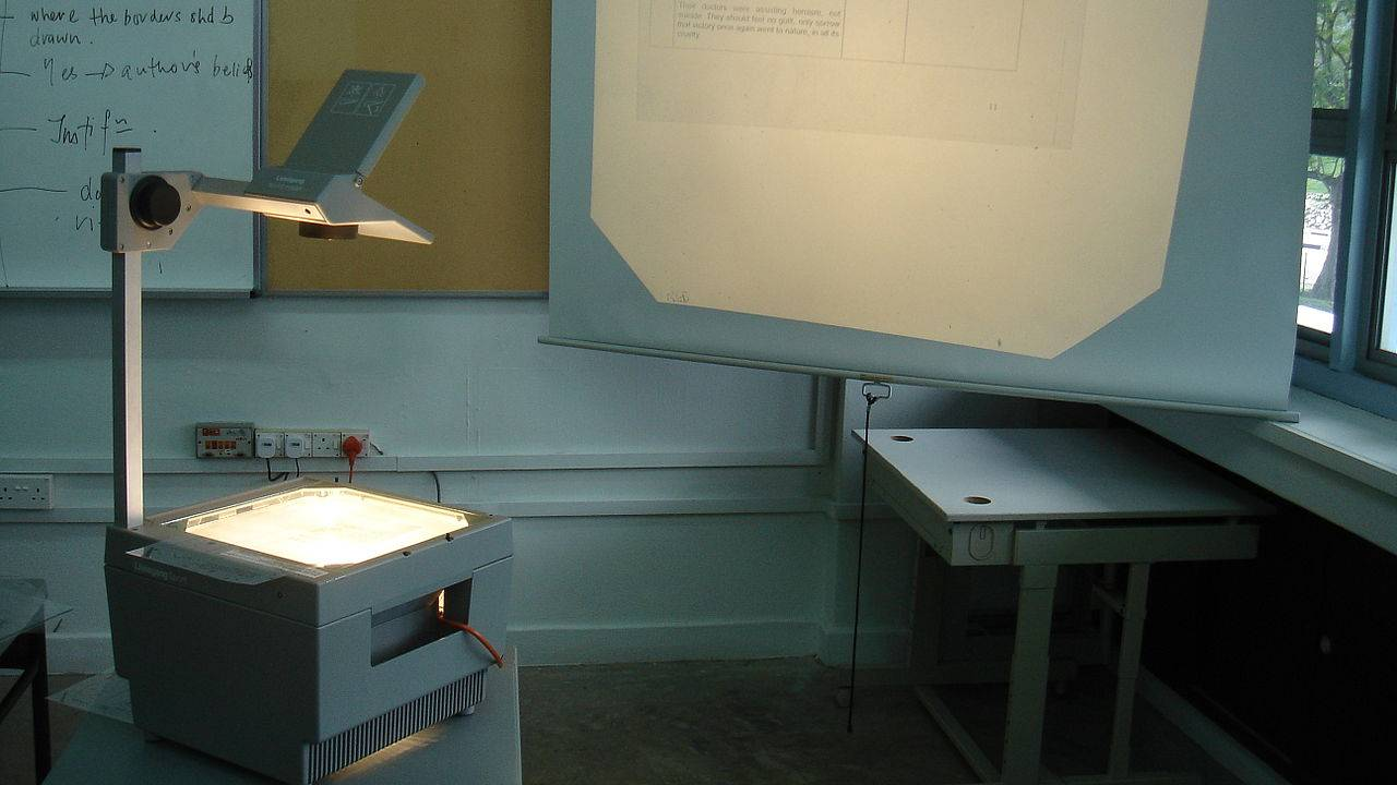 Before iPads, Power point presentations and other kinds of projectors became the mainstay teaching aids in classrooms, the day-to-day chalk and duster form of instruction was supplemented with the use of overhead projectors. The necessary material, be it text, drawings or figures plotted on the top acetate sheets. Its obsolescence is however set in stone with more than 70 percent of the children in the survey being unable to identify one. (Image: Wikimedia Commons)
