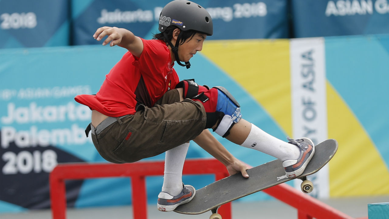 ROLLERSPORTS| Rollersports which include skateboarding and rollerblading is very popular among millennials and is also scheduled to make its debut in the 2020 Olympics. The two events in the Asian Games are the men's and women's park and street events. In street skateboarding, elements like staircases and handrails are included while steep inclines and curves are the main features of a park skateboarding course. (Image – AP)