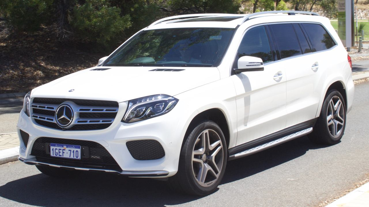 Mercedes Benz GLS 350d | After taking a hiatus from the bonus game, Savji Kaka, returned to the role of benefactor to his staff in 2018. Austerity was the catchphrase in the previous year, as the diamond trade was hit hard by demonetization and the implementation of the goods and services tax (GST), prompting most merchants in Surat, including Dholakia to withhold bonuses. This year, he gifted Mercedes-Benz GLS SUVs worth Rs 1 crore each to three employees who had completed 25 years with the company. The long-serving staffers were given the keys to the luxury SUV in an event attended by Madhya Pradesh governor Anandiben Patel. (Image: Wikimedia Commons)