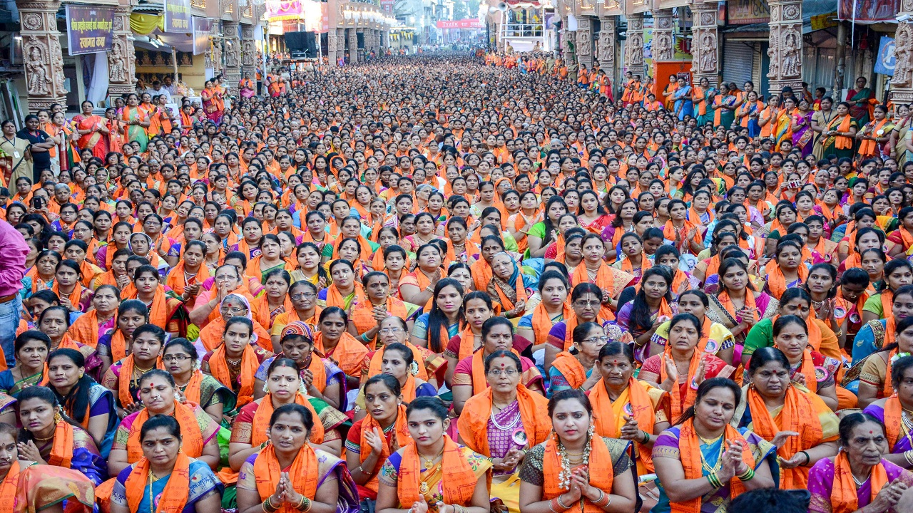 Thousands of women pray at Dagusheth Ganapati on the occasion of Ganapati Atharvashirsa in Pune. (Image:PTI)