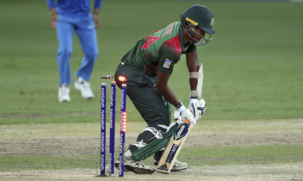 Bangladesh's batsmen choked towards the fag end of the innings as the team was bowled out on a score of 222 in 48.3 overs. (Image: AP)
