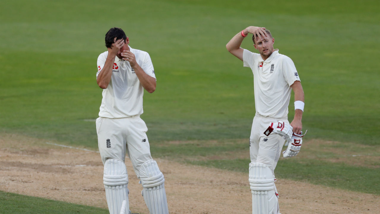 Ali's wicket brought together Joe Root and Alastair Cook .The duo stitched a 52-run partnership to push England total beyond 100 and give the team a comfortable lead of 154 runs at stumps.(Image: Reuters)