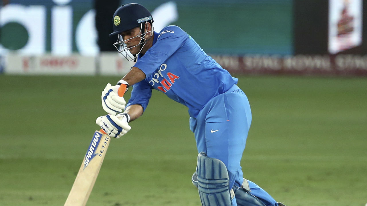 M S Dhoni and Dinesh Karthik steered India's chase in the middle overs with a partnership of 54 runs. (Image: AP)
