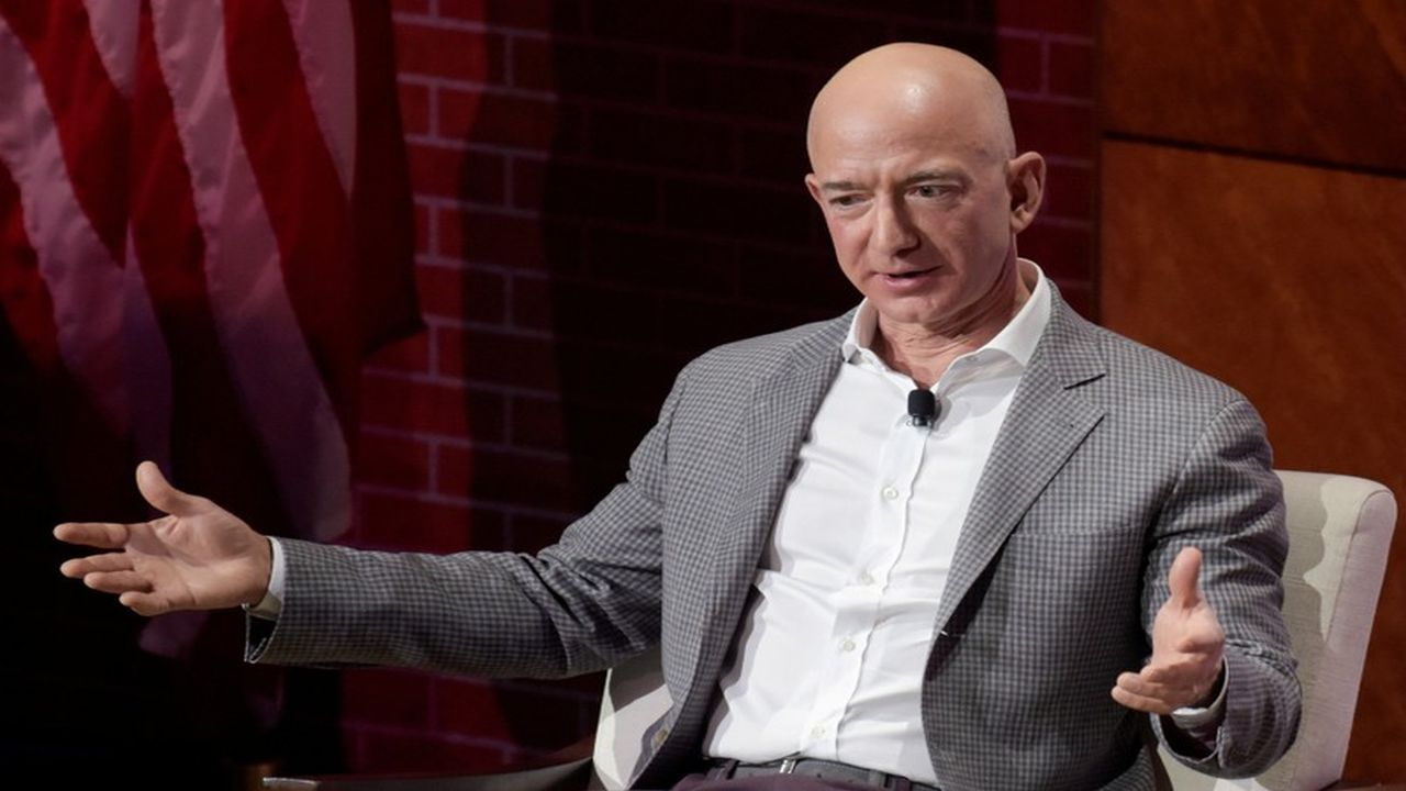 Jeff Bezos: Amazon founder Jeff Bezos lost $53 billion at the end of 2018. This fall was worth more than the market cap of famous American companies such as Ford Motor and Delta Air Lines. Bezos beat Zuckerberg's $16.5 billion record loss on the stock markets when he lost $19.2 billion in over two days in an October 2018 rout. Jeff Bezos: Amazon founder Jeff Bezos lost $53 billion at the end of 2018. This fall was worth more than the market cap of famous American companies such as Ford Motor and Delta Air Lines. Bezos beat Zuckerberg's $16.5 billion record loss on the stock markets when he lost $19.2 billion in over two days in an October 2018 rout. (Image: Reuters)
