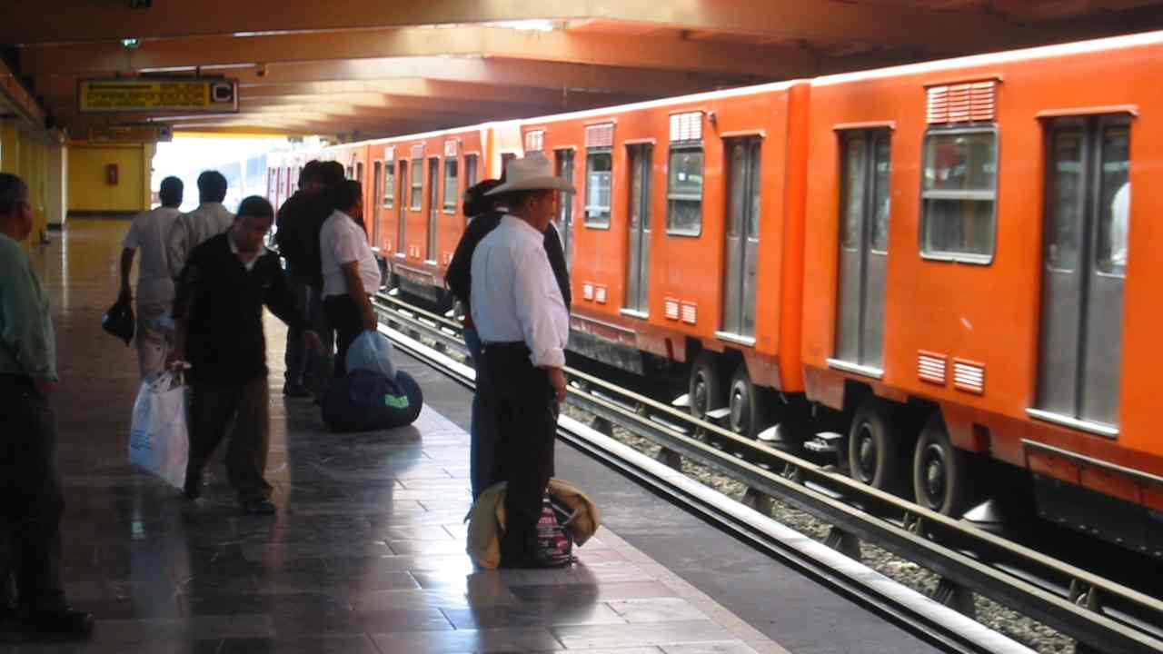 Mexico City, Mexico | Residents of this city have to spend 6 percent of their household income to travel on metros, bringing it at 5th place. (Image: WikiMedia Commons)