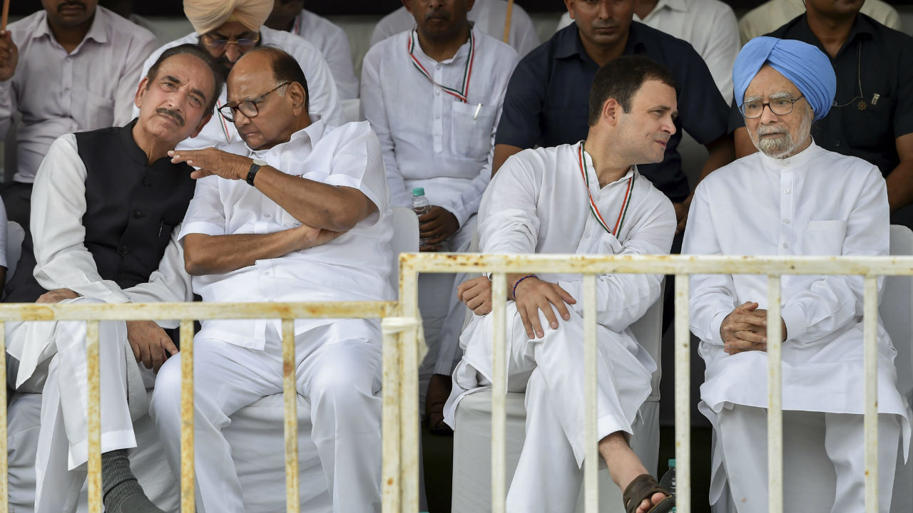 (Left to right) Senior Congress leader Ghulam Nabi Azad, Nationalist Congress Party (NCP) Chief Sharad Pawar, Congress President Rahul Gandhi and former prime minister Manmohan Singh during the Bharat Bandh protest against fuel price hike and depreciation of the rupee, in New Delhi. (Image: PTI)