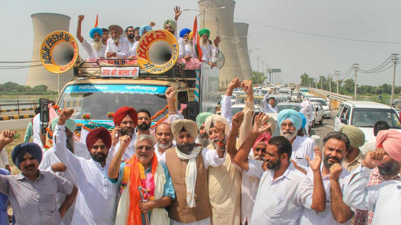 Former MP Jagmeet Singh Brar and suspended AAP MP Dharamvira Gandhi take part in 'Mukti Yatra' to highlight the issues concerning Punjab,  in Bathinda. (Image: PTI)