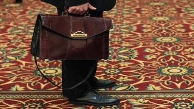 US weekly jobless claims drop to near 49-year low