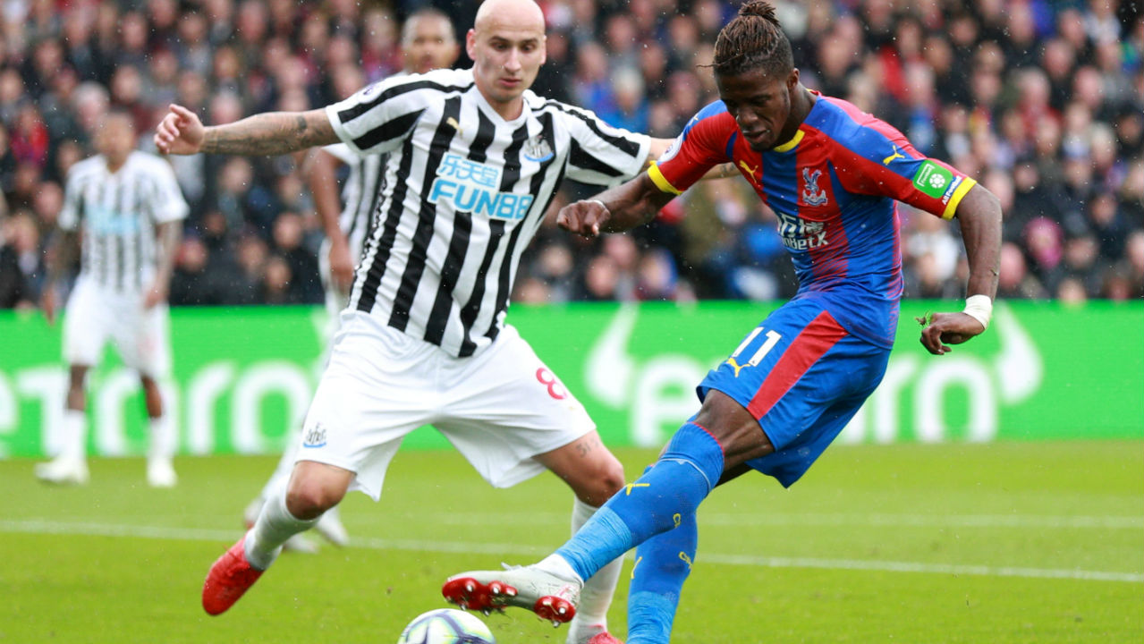 Crystal Palace 0 – 0 Newcastle | Newcastle held on to earn only their second point this season with a draw against Crystal Palace at Selhurst Park. Palace came closest to scoring as Luka Milivojevic's first-half free-kick came off the post and Mamadou Sakho somehow managed to miss the target with a free header at the far post with the goal open. Newcastle however hung on for a point despite creating very little chances of their own. (Image: Reuters)