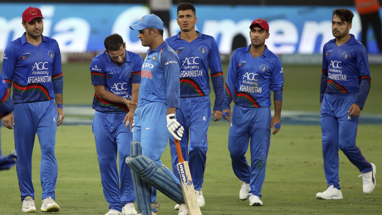 M S Dhoni walked out to bat at no. 4 but his stay at the crease didn't last long as he was dismissed for LBW in the 26th over. Dhoni wasn't convinced with the decision and replays show the ball would've missed the wickets but India had already lost their review. Manish Pandey walked out next to bat but was caught behind in the 31st over. India were reduced to 172/4 after 31 overs. (Image: AP)