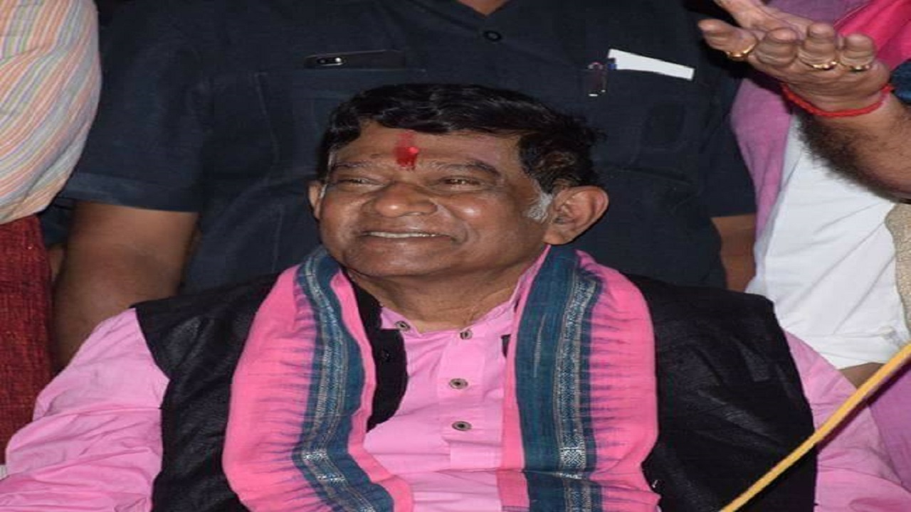 Ajit Jogi: The wheelchair-bound Ajit Jogi, who was the state's first chief minister, entered the fray after a surprise alliance with BSP. BJP has accused Jogi of being Congress' B-team, while the Congress has alleged the same against the BJP. Observers believe this makes Jogi's position enviable since it establishes that the former Congress leader can eat into both vote banks. (Image: Ajit Jogi, Facebook)