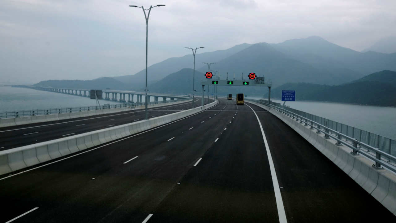 It will reduce travel time from Hong Kong to Macau and the Chinese city of Zhuhai from a 1 hour 30 minute ferry journey to a 30-minute bus ride. (Image: Reuters)