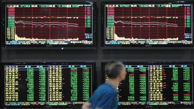 China shares fall as GDP growth slows; regulators pledge support