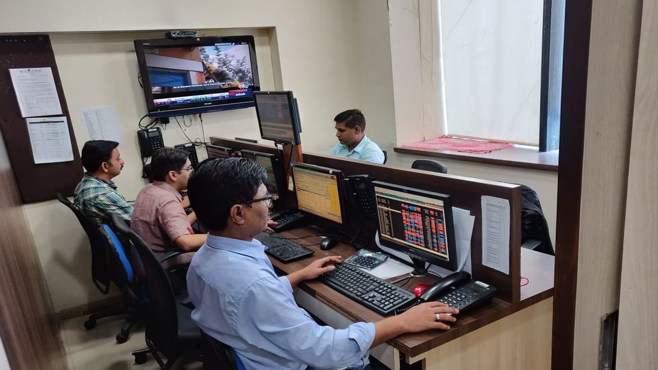 Top 6 stocks where MFs, FIIs increased stakes in past 3 quarters