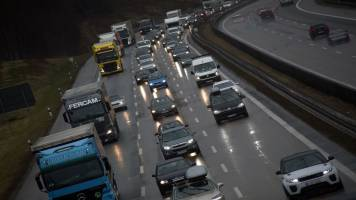 EU agrees on greenhouse gas emission cut for trucks