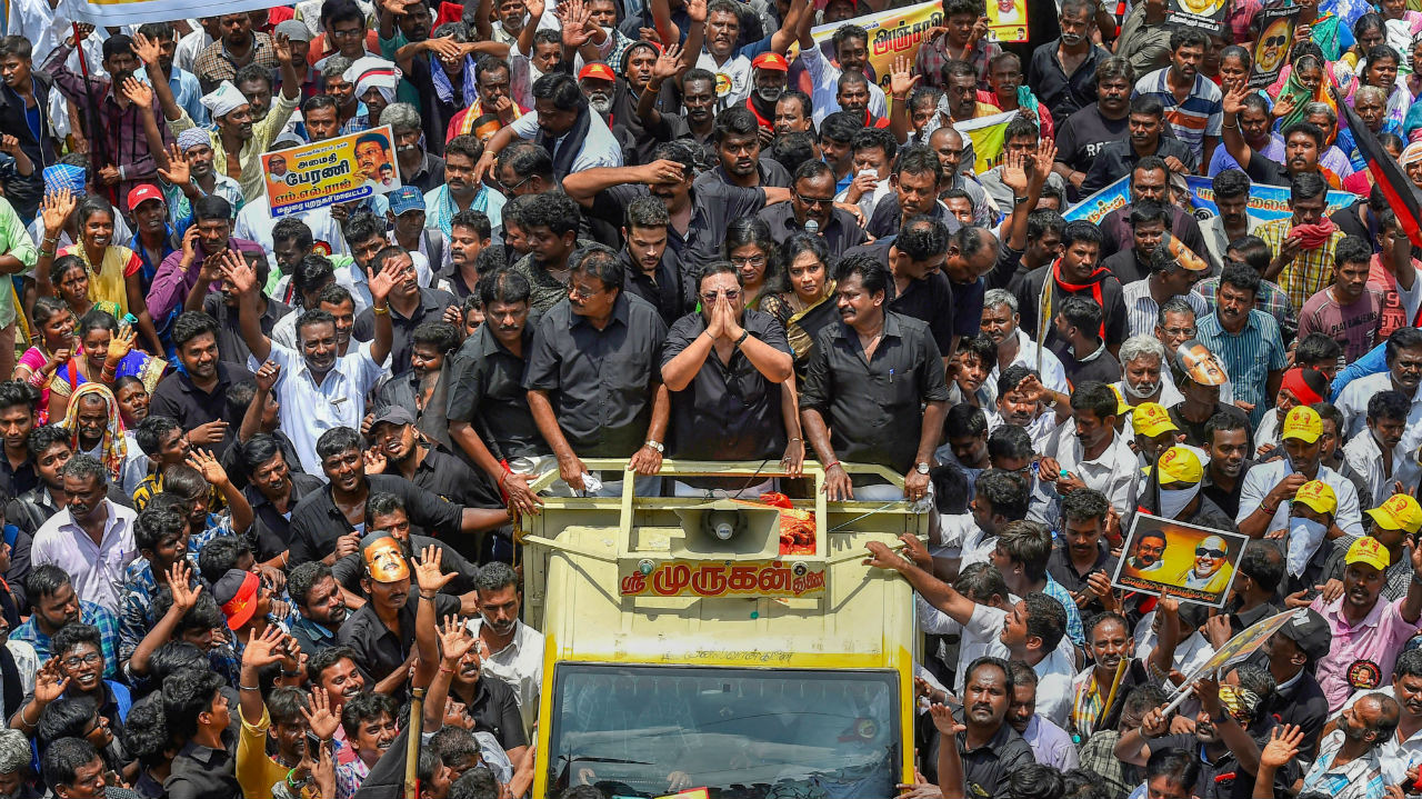 MK Alagiri with his supporters ahead of his rally on September 5 in Chennai, Tamil Nadu. (Image: PTI)