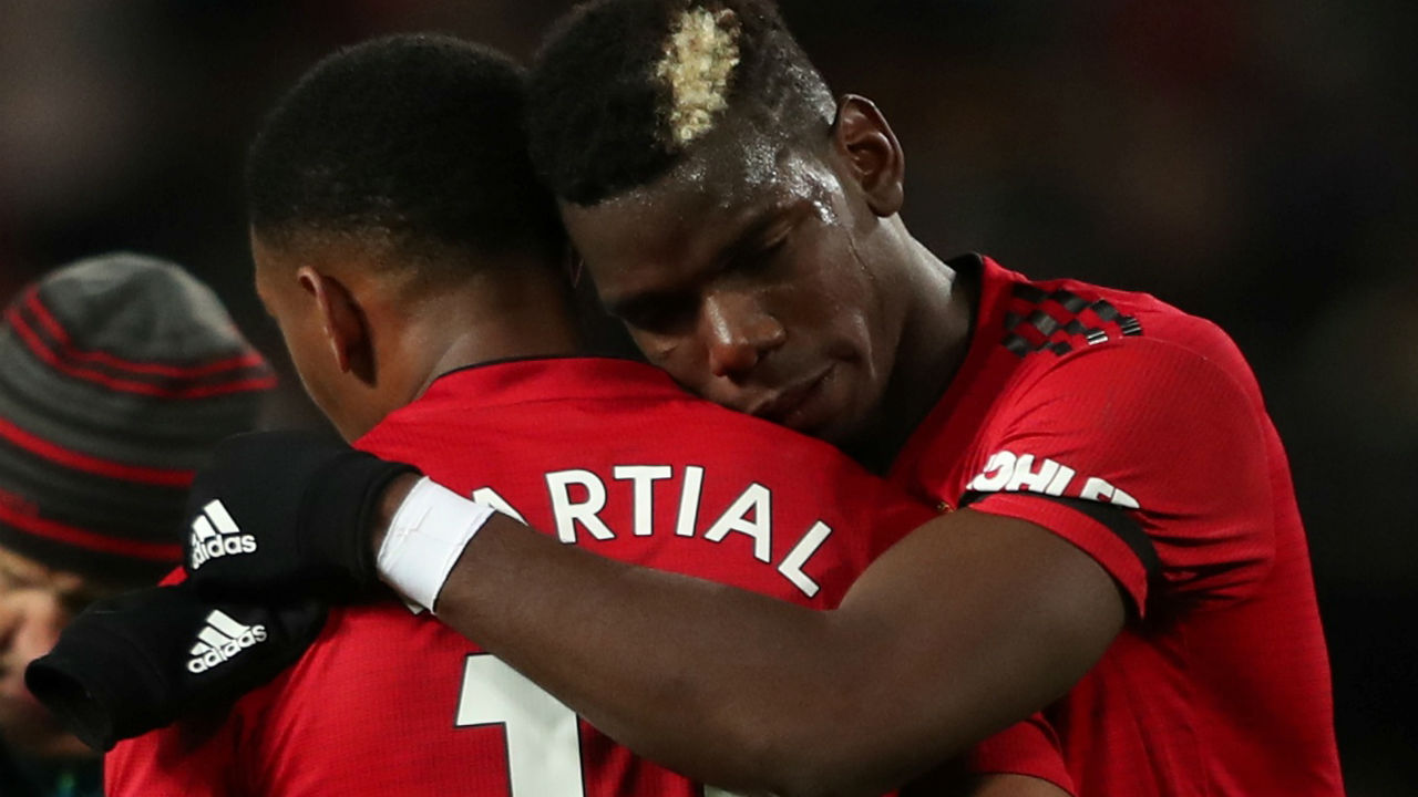Manchester United 2 - 1 Everton | Manchester United bounced back after a defeat against Juventus in Champions League and a draw against Chelsea to win against Everton at home. Anthony Martial won his side a penalty when he was brought down by Idrissa Gueye, and Paul Pogba missed the initial effort from the spot, but poked home the rebound after Pickford's save to give United the lead after 27 minutes. Pogba then turned provider when he helped Martial get United's second goal in the 49th minute. United defender Chris Smalling brought down Richarlison to give Everton a penalty. Gylfi Sigurdsson converted from the spot (77') but United held on to secure a win. Red Devils thanks to the win climbed to 8th in the Premier League table. (Image: Reuters)