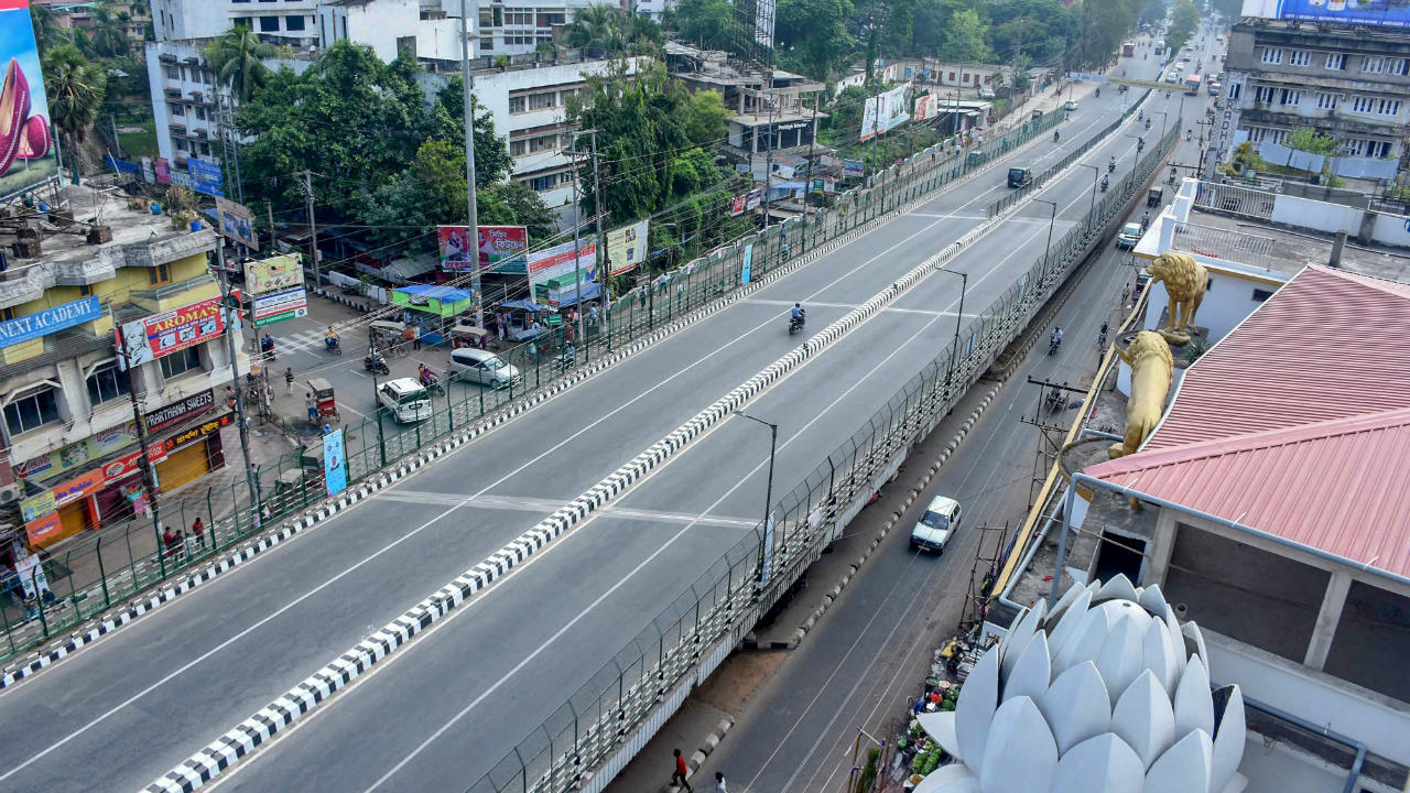 A view of deserted Ganeshguri flyover during 12-hour Assam Bandh, in Guwahati, Assam. 46 organisations have called the bandh to protest against the Centre's bid to pass the Citizenship (Amendment) Bill, 2016, in the winter session of Parliament. (Image: PTI)