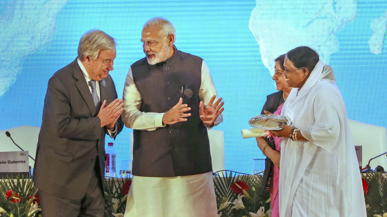 Prime Minister Narendra Modi (center) introduces Indian spiritual leader Mata Amritanandamayi, (right), to UN Secretary-General Antonio Guterres during the closing function of the Mahatma Gandhi International Sanitation Convention in New Delhi. (Image: PTI)