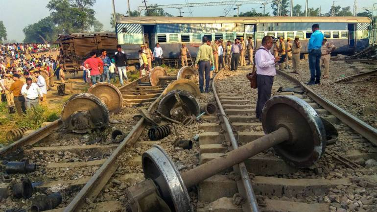 Two bogies of Lucknow-Kanpur MEMU train derail at Kanpur station, no  casualty