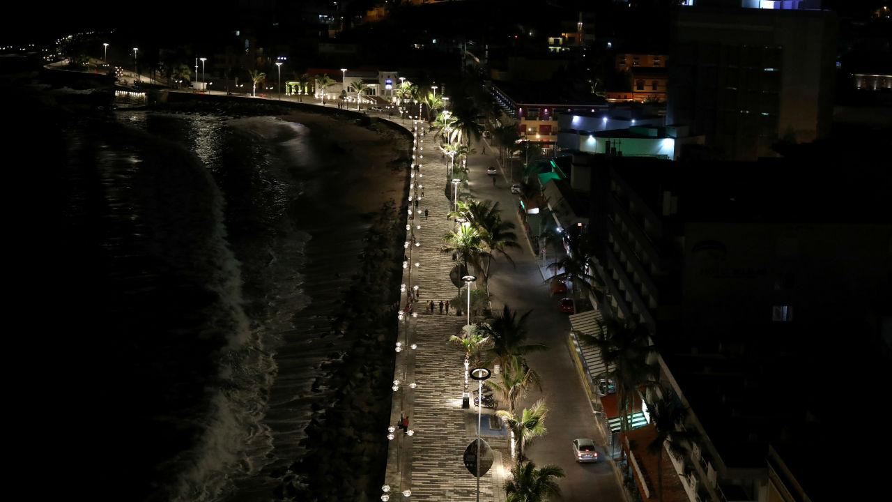 People walk along the Malecon as Hurricane Willa approaches the Pacific beach resort of Mazatlan, Mexico. (Image: Reuters)