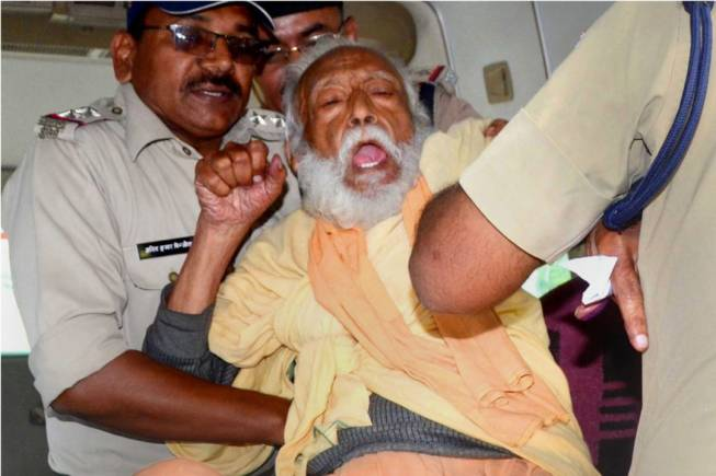 Environmentalist G D Agarwal, who ha sbeen fasting for over 100 days for a clean Ganga, being forcibly taken to hospital after his health deteriorated in Haridwar on October. (PTI)