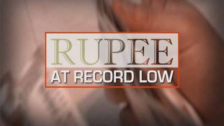 Rupee hits fresh 2019 low; likely to trade around 71-73.25 per dollar in coming weeks - Moneycontrol thumbnail
