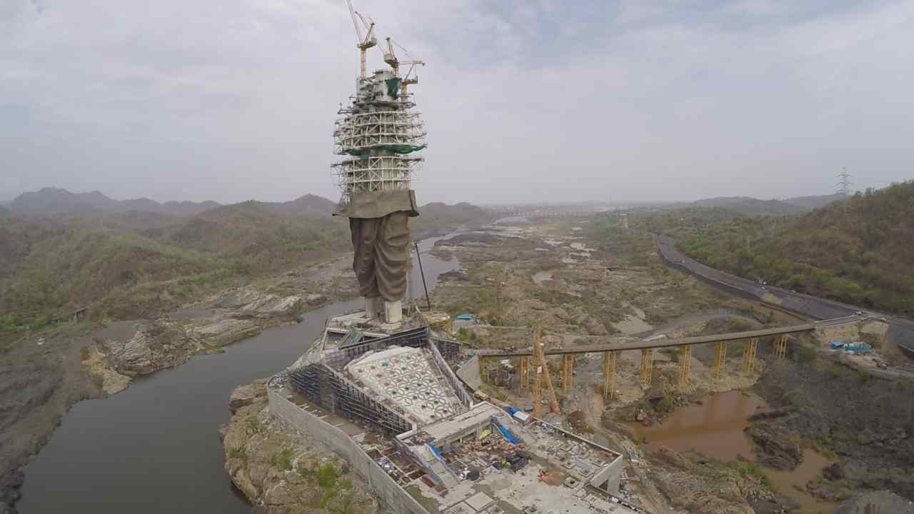 Situated on the Narmada river, the statue is exposed to the tunnel effect of winds blowing down stream. Studies of wind patterns over the years revealed wind speeds of up to 130 km/hour could blow at the site. However, the structure can withstand wind speeds of up to 180 km/hour. The statue base stands above the highest flood level recorded over 100 years of the Narmada dam and is designed to withstand earthquakes of up to 6.5 magnitude on the Richter Scale, at a depth of 10 km and within a radius of 12 km. (Image: L&T)