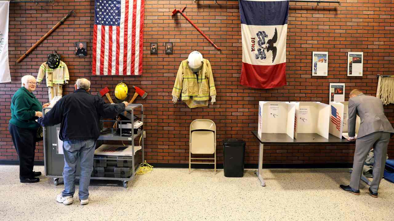 Voters cast ballot for the midterm elections at a polling station set up at the West Des Moines Fire Station in West Des Moines, Iowa. (Image: Reuters)