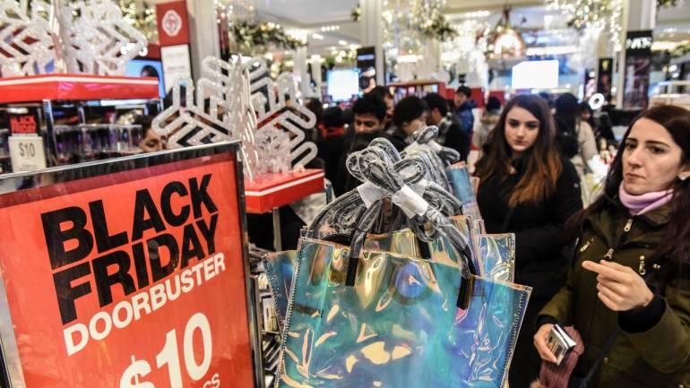 black friday deals lure us shoppers biggest sales gains online. Black Bedroom Furniture Sets. Home Design Ideas