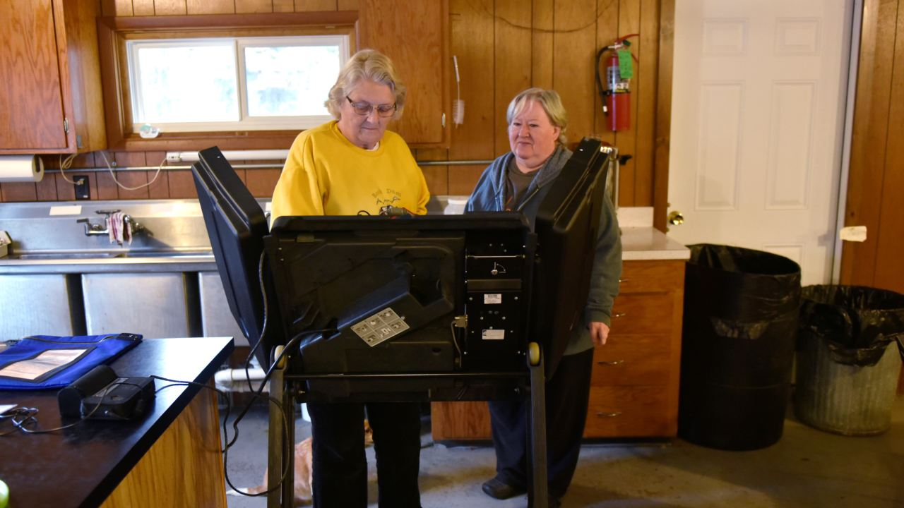 A poll worker shows a voter how to use the voting machine at the Rock Dam Rod and Gun Club in Foster Township, Wisconsin. (Image: Reuters)
