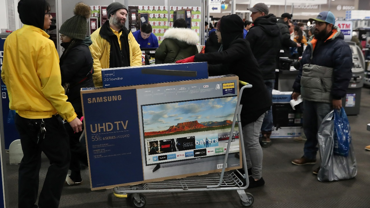 People carry a television out of a Best Buy during a sales event on Thanksgiving day in Westbury, New York, US.(Image: Reuters)