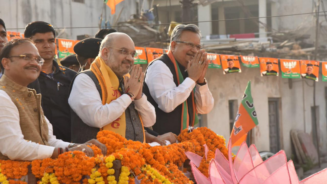 BJP National President Amit Shah and Chhattisgarh Chief Minister Raman Singh during a road show in Rajnandgaon on November 10 (Image: Twitter/@drramansingh)