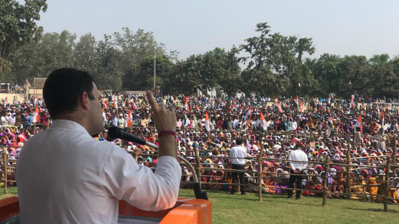 Congress President Rahul Gandhi addressing a public meeting at Pakhanjur on November 9 (Image: Twitter/@INCChhattisgarh)