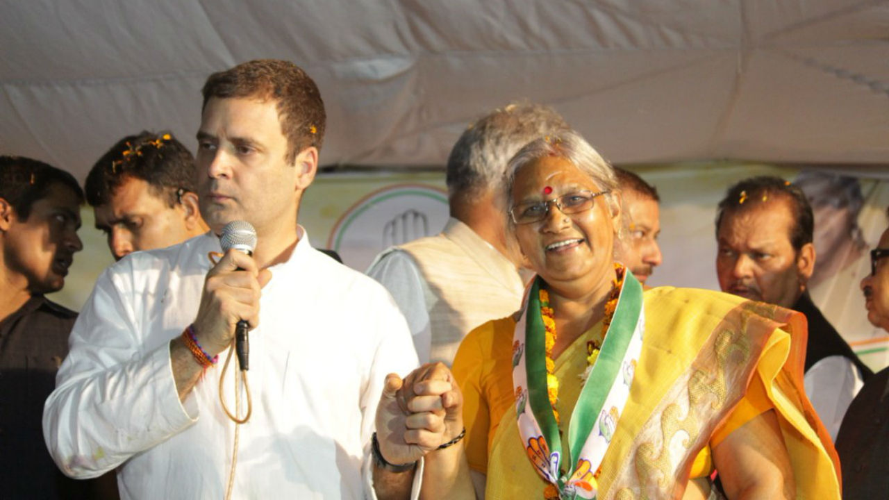 Congress President Rahul Gandhi along with Atal Bihari Vajpayee's niece and party's candidate from Rajnandgaon constituency Karuna Shukla during a rally on November 9 (Image: Twitter/@Bhupesh_Baghel)
